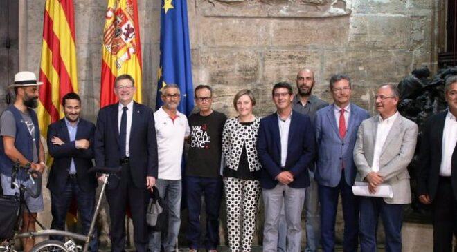 Valeriano Moreno en la reunión convocada por Ximo Puig por la seguridad en el uso de la bicicleta