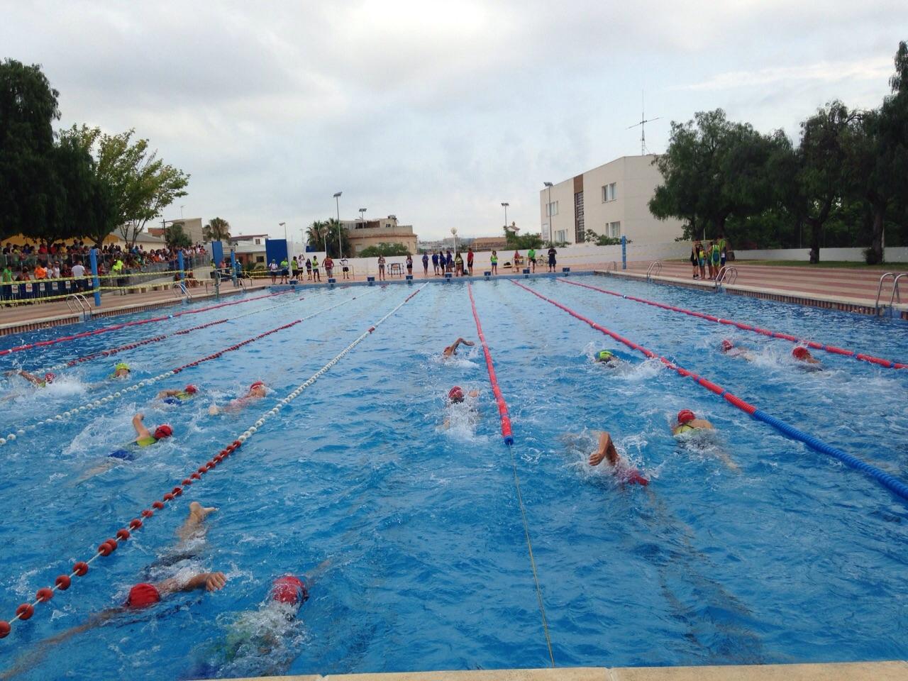 Manises celebra su ya m tico triatl n cross escolar for Piscina municipal manises