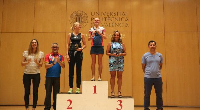 Enrique Martínez y Lucy Biddlestone ganadores del Full Ican Triathlon Gandia.