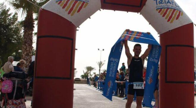 Guillermo Cuchillo y Vanessa Iglesias vencen en el I Triatlón Sprint Canet d'En Berenguer