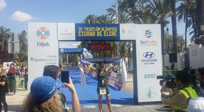 Miguel Ángel Sánchez y Eva Sánchez vencen en el Triatlón Olímpico Ciudad de Elche