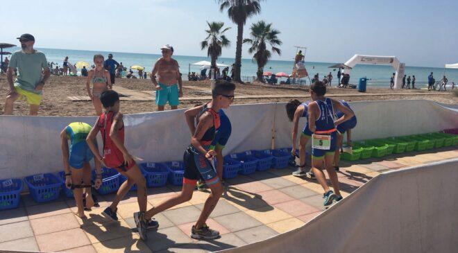 Casi 100 escolares compitieron en el Aquatló Escolar Platges de Xilxes