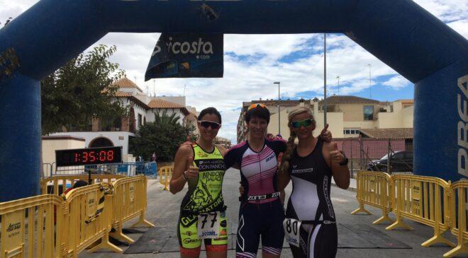 Sarah Legge y Fabian Escolano vencen el Duatlón Zosport Almoradí
