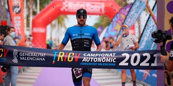 Gonzalo Fuentes y Ana López vencen en el Full ICAN Triathlon Gandia